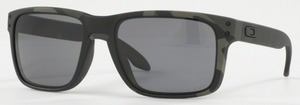 Oakley Holbrook OO9102 Multicam Black with Polarized Grey Lenses