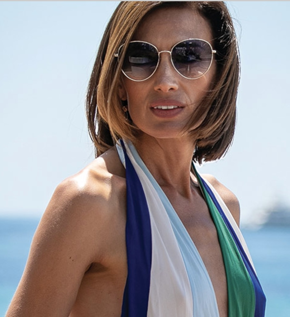 Nieves Alvarez accentuates her summer look with Tommy Hilfiger sunglasss style 1649