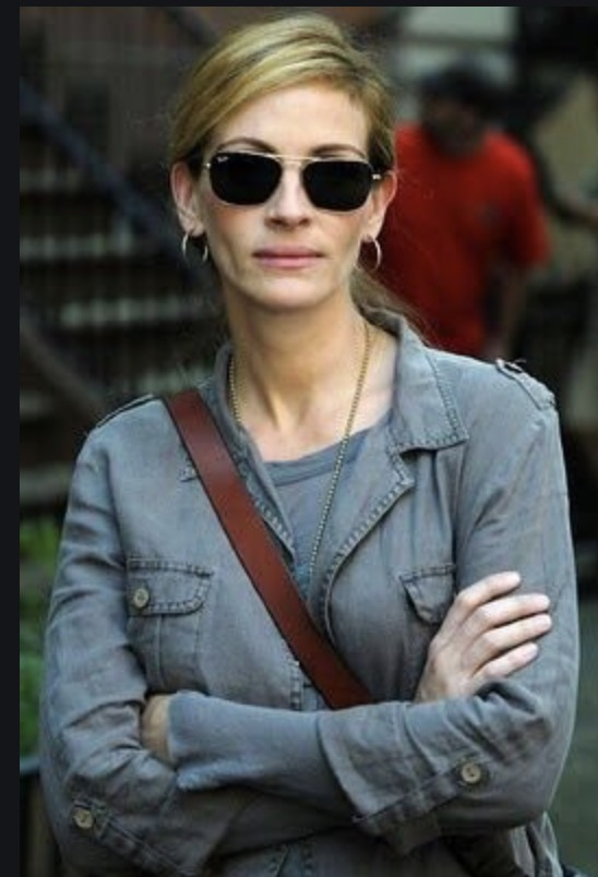 Julia Roberts is contemplative in Ray Ban RB3136 Sunglasses